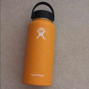 DISCONTINUED 32oz MANGO HYDRO FLASK NWT HTF✨